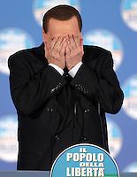 Il leader del Popolo della Liberta' Silvio Berlusconi scherza durante un comizio elettorale a Roma, 7 febbraio 2013..Italian center-right People of Freedom party's leader Silvio Berlusconi jokes during an electoral meeting in Rome, 7 February 2013..UPDATE IMAGES PRESS/Riccardo De Luca