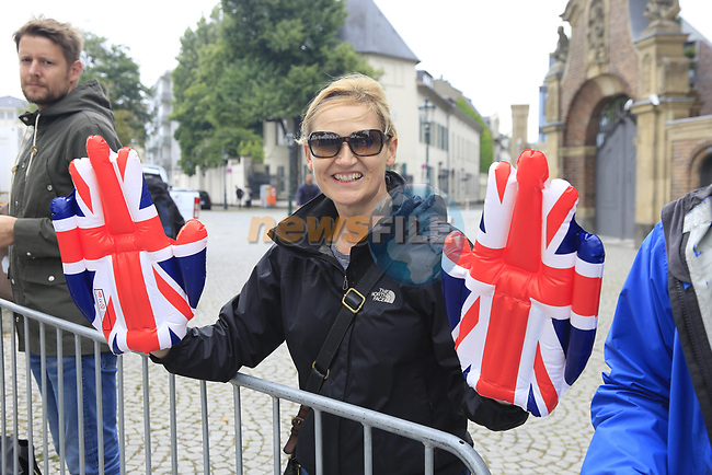 British fan at sign on in Dusseldorf before the start of Stage 2 of the 104th edition of the Tour de France 2017, running 203.5km from Dusseldorf, Germany to Liege, Belgium. 2nd July 2017.<br /> Picture: Eoin Clarke   Cyclefile<br /> <br /> <br /> All photos usage must carry mandatory copyright credit (&copy; Cyclefile   Eoin Clarke)