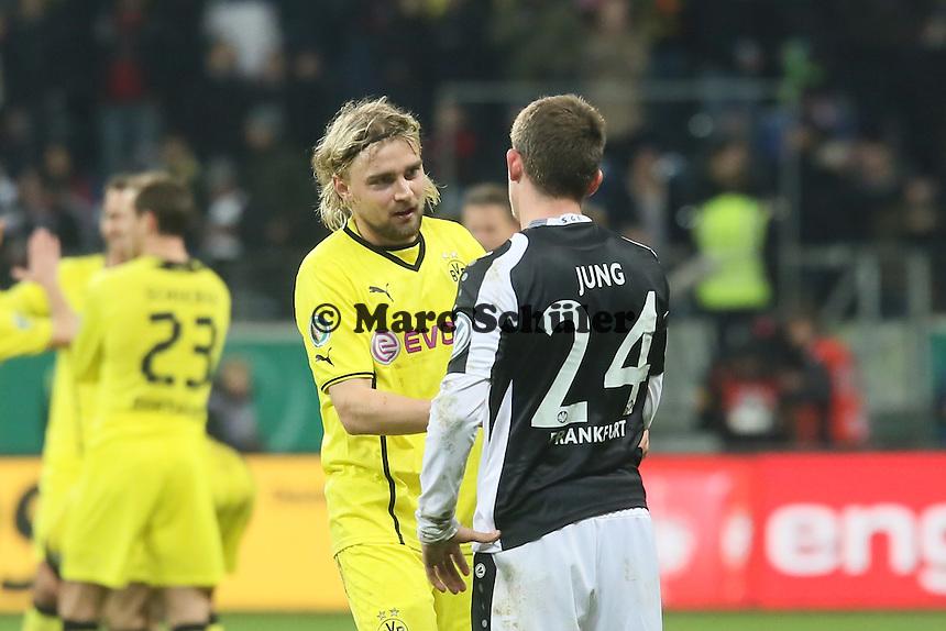 Marcel Schmelzer (BVB) mit Sebastian Jung (Eintracht) - Eintracht Frankfurt vs. Borussia Dortmund, DFB-Pokal Viertelfinale