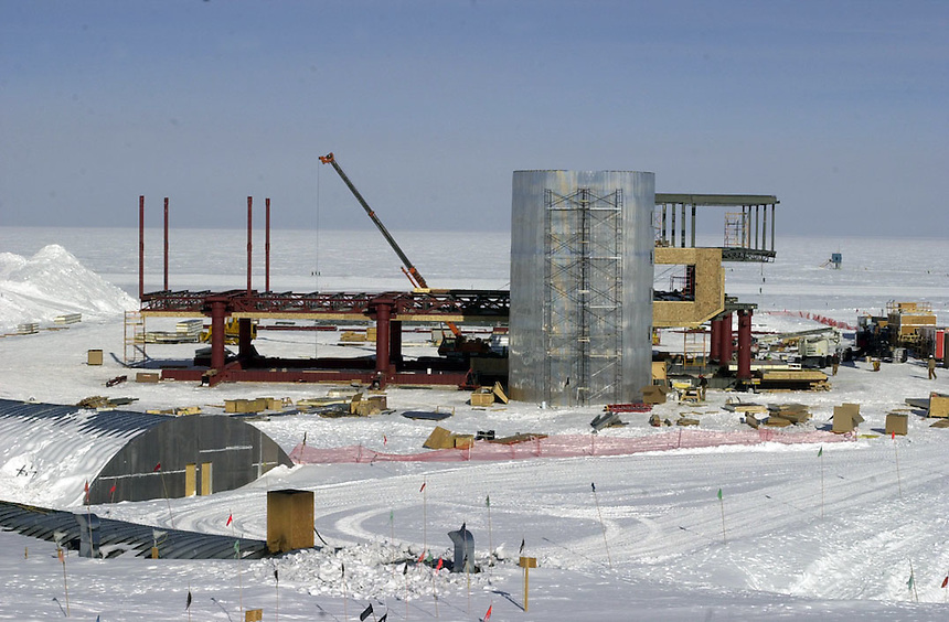A new station is under construction at Amundsen Scott South Pole Station in early January, 2001. Ernie Mastroianni photo