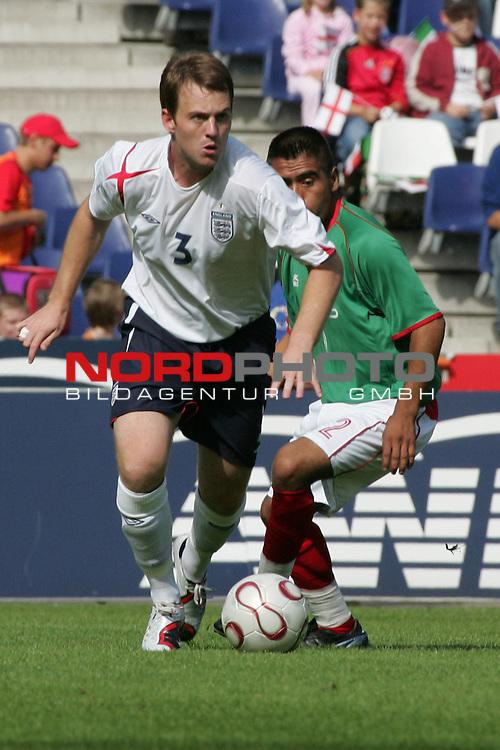 WM 2006 INAS-FID &quot;Der Menschen mit Behinderung&quot; <br /> <br /> England vs Mexiko<br /> <br /> James Morris #3 gegen Mex Isaac Garcia #2.<br /> <br /> Foto :&copy; nordphoto <br /> <br /> <br /> <br />  *** Local Caption ***