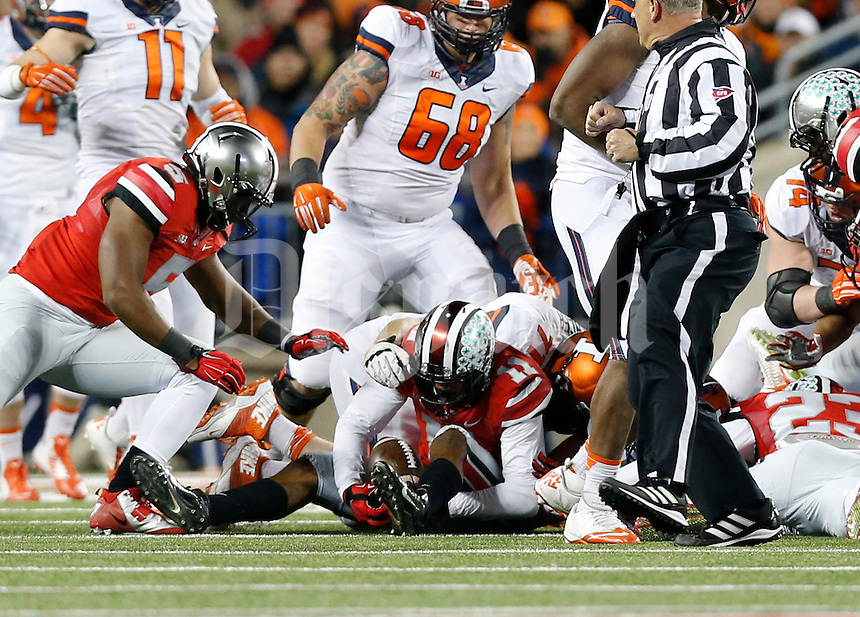 Ohio State Buckeyes defensive back Vonn Bell (11) recovers a fumble during the first quarter of the NCAA football game against the Illinois Fighting Illini at Ohio Stadium on Nov. 1, 2014. (Adam Cairns / The Columbus Dispatch)