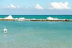 Barrade São Miguel em Alagoas, um destino procurado por muitos turistas que apreciam aguas calmas cercada por arrecifes - Barra de São Miguel in Alagoas, as a destination for many tourists who enjoy calm waters surrounded by reefs