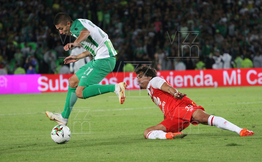 BOGOTÁ - COLOMBIA, 17-01-2019:Juan Pablo Ramirez (Izq.) jugador del  Atletico Nacional  disputa el balón con Facundo Guichon(Der.) jugador del Independiente Santa Fe  durante partido del Torneo Fox Sport 2019 jugado en el estadio Nemesio Camacho El Campín de la ciudad de Bogotá. /Juan Pablo Ramirez (L) player of Atletico Nacional  fights for the ball with Facundo Guichon (R) player of Independiente Santa Fe     during the  match of the Fox Sport 2019 Tournament played at the Nemesio Camacho El Campin Stadium in Bogota city. Photo: VizzorImage / Felipe Caicedo / Staff.