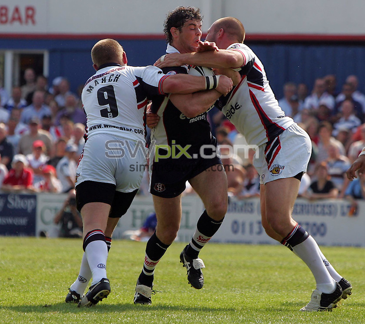 PICTURE BY VAUGHN RIDLEY/SWPIX.COM -  Rugby League - Engage SuperLeague - Wakefield v St. Helens - Wakefield, England - 02/07/06...? Simon Wilkinson - 07811 267706...Wakefield's David March (L) and Darrell Griffin (R) tackle St. Helen's Paul Wellens (C).