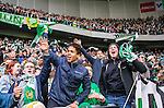 Stockholm 2015-04-25 Fotboll Allsvenskan Hammarby IF - &Aring;tvidabergs FF :  <br /> Hammarbys supportrar sjunger under slutet av matchen mellan Hammarby IF och &Aring;tvidabergs FF <br /> (Foto: Kenta J&ouml;nsson) Nyckelord:  Fotboll Allsvenskan Tele2 Arena Hammarby HIF Bajen &Aring;tvidaberg &Aring;FF jubel gl&auml;dje lycka glad happy supporter fans publik supporters