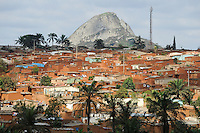 ANGOLA Gabela, Siedlung am Stadtrand / ANGOLA, slum at the outskirts of Gabela, the former coffee growing area