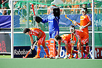 The Hague, Netherlands, June 01: Players of The Netherlands gather before a penalty corner during the field hockey group match (Men - Group B) between The Netherlands and Argentina on June 1, 2014 during the World Cup 2014 at Kyocera Stadium in The Hague, Netherlands. Final score 3:1 (1:1) (Photo by Dirk Markgraf / www.265-images.com) *** Local caption ***