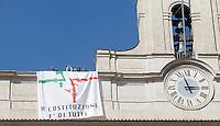 20130907 ROMA-POLITICA: I 5 STELLE PROTESTANO SUL TETTO DI MONTECITORIO