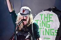 RIO DE JANEIRO, RJ, 30 DE ABRIL 2012 - SHOW THE TING TINGS - Duo britânico The Ting Tings, durante apresentação no Circo Voador no bairro da Lapa regiao central da capital fluminense, na noite de ontem segunda-feira, 30.  (FOTO: MARCELO FONSECA / BRAZIL PHOTO PRESS.