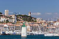 Europe/France/Provence-Alpes-Côte d'Azur/Alpes-Maritimes/Cannes: Le vieux port et le quartier du Suquet // Vieux Port (Old Harbour) and old quarter of Le Suquet,