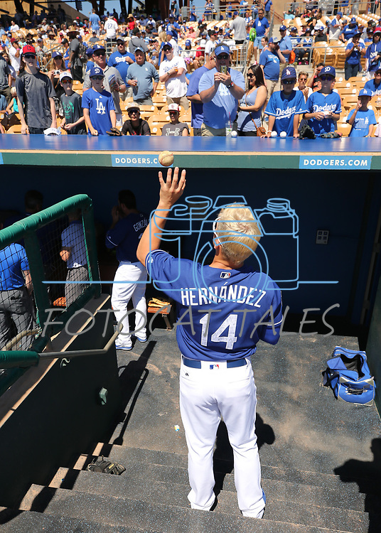 Los Angeles Dodgers fans get autographs from Kike Hernandez before a spring training game in Glendale, Ariz., on Friday, March 24, 2017.<br /> Photo by Cathleen Allison/Nevada Photo Source