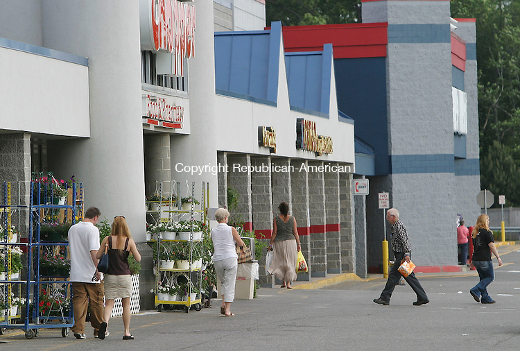 TORRINGTON, CT -14 June 2005 -061405BZ03- Shoppers in the parking lot in front of Price Chopper and Wal Mart in Torrington Tuesday afternoon.  The Torrington Fair Plaza, which houses Price Chopper, Wal Mart, and Sears, has been sold.  <br />  Jamison C. Bazinet Photo