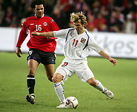 Fotball , 12. november 2005 , Play off , Norge - Tsjekkia 0-1<br /> Norway -  Czech Republic<br /> Pavel Nedved , Tsjekkia og Daniel Braaten , Norge<br /> Norvegia Repubblica Ceca 0-1<br /> Andata Playoff qualificazioni mondiali 2006<br /> Photo Digitalsport / Insidefoto<br /> ITALY ONLY