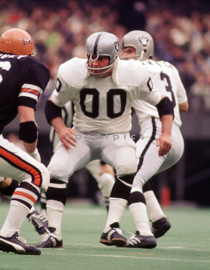 Oakland Raiders Jim Otto (00) during a game from his 1972 season with the Oakland Raiders. Jim Otto played for 15 season , all with the Oakland Raiders. He was a 12-time Pro Bowler and and was inducted into the Pro Football Hall of Fame in 1980.(SportPics)