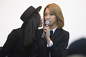 London, UK. 9 August 2015. Victoria and Luna. 3 members of F(x), Krystal, Victoria and Luna attend a press conference ahead of their performance in Trafalgar Square. They declined to comment about member Sulli leaving the group. Korean mega-stars K-pop girl group F(x) headline the Korean Festival in London's Trafalgar Square. Photo: Bettina Strenske