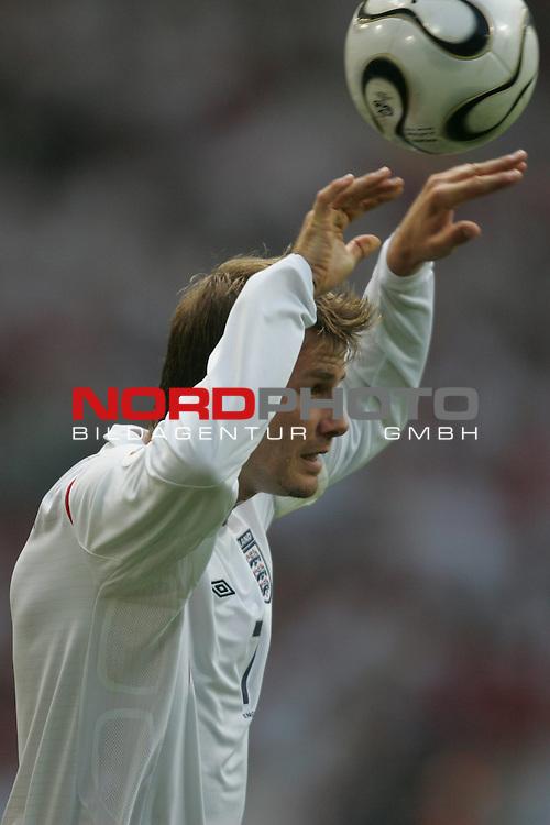 FIFA WM 2006 -  Round of Sixteen - / Achtelfinale<br /> Play    #51 (25-Jun) - England vs Ecuador 1:0<br /> <br /> David Beckham in Einzel Aktion.<br /> David Beckham beim Einwurf.<br /> <br /> Foto &copy; nordphoto