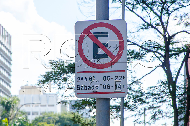 Placa de proibido estacionar, São Paulo - SP, 07/2016.