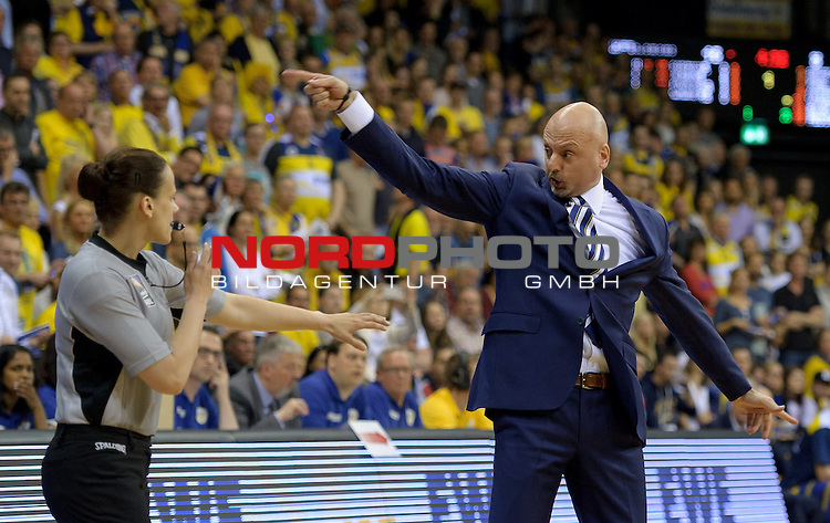 13.05.2015, EWE Arena, Oldenburg, GER, BBL, Play-Off VF, EWE Baskets Oldenburg vs ALBA BERLIN, im Bild Sasa Obradovic (Trainer Alba Berlin)<br /> <br /> Foto &copy; nordphoto / Frisch