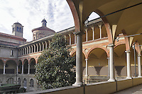 - Milano, Museo nazionale della Scienza e della Tecnica; chiostro del monastero Olivetano del '500<br />