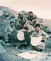 Iraq 1978 <br /> In Qandil, peshmergas making bred   <br /> Irak 1978 <br /> A Qandil, peshmergas faisant du pain