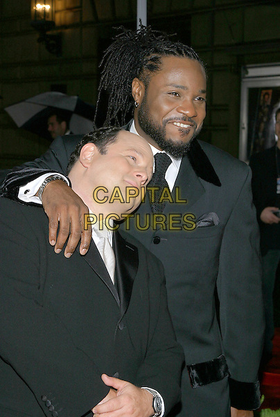 JASON ALEXANDER & MALCOLM JAMAL WARNER.31st Annual People's Choice Awards held at the Pasadena Civic Auditorium. .January 9th, 2004.Photo Credit: Jacqui Wong/AdMedia..half length, head on shoulder, arm on shoulder, gesture.www.capitalpictures.com.sales@capitalpictures.com.© Capital Pictures.