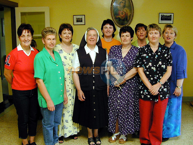 Sr. Annunciata with members of The Parent's Association on her retirement from Scoil Mhuire na Trocaire, Ardee..L/R Dolores Minogue, Mary Donnelly, Fiona Byrne, Fiona Reilly, Mavis Kelly, Rita Weldon, Marie Aylward and Mary McNevin..Picture Paul Mohan Newsfile