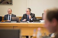 8. Sitzungstag des 1. Untersuchungsausschusses &quot;Terroranschlag Breitscheidplatz&quot; am Freitag den 5. Januar 2018.<br /> Als Zeugen fuer die 8. Sitzung des sog. &quot;Amri-Untersuchungsausschuss&quot; des Berliner Abgeordnetenhaus waren Behoerdenmitarbeiter aus Nordrhein-Westfalen, der Berliner Auslaenderbehoerde und dem Bundesinnenministerium geladen. Film-, Foto- und Tonaufnahmen von den Zeugen waren untersagt.<br /> Der Amri-Untersuchungsausschuss will versuchen die diversen Unklarheiten im Fall des Weihnachtsmarkt-Attentaeters zu aufzuklaeren.<br /> Rechts im Bild: Burkard Dregger, Ausschussvorsitzender, CDU.<br /> 5.1.2018, Berlin<br /> Copyright: Christian-Ditsch.de<br /> [Inhaltsveraendernde Manipulation des Fotos nur nach ausdruecklicher Genehmigung des Fotografen. Vereinbarungen ueber Abtretung von Persoenlichkeitsrechten/Model Release der abgebildeten Person/Personen liegen nicht vor. NO MODEL RELEASE! Nur fuer Redaktionelle Zwecke. Don't publish without copyright Christian-Ditsch.de, Veroeffentlichung nur mit Fotografennennung, sowie gegen Honorar, MwSt. und Beleg. Konto: I N G - D i B a, IBAN DE58500105175400192269, BIC INGDDEFFXXX, Kontakt: post@christian-ditsch.de<br /> Bei der Bearbeitung der Dateiinformationen darf die Urheberkennzeichnung in den EXIF- und  IPTC-Daten nicht entfernt werden, diese sind in digitalen Medien nach &sect;95c UrhG rechtlich geschuetzt. Der Urhebervermerk wird gemaess &sect;13 UrhG verlangt.]