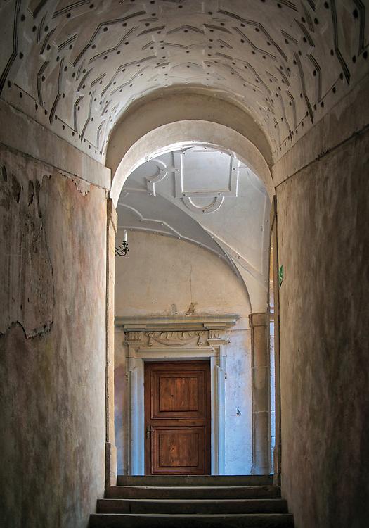 Stiukowa dekoracja klatki schodowej