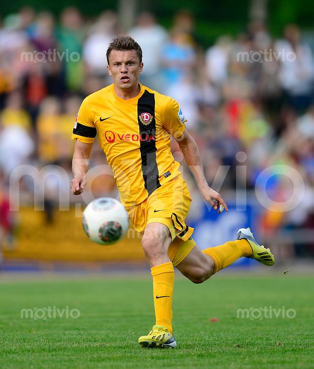 Fussball, 2. Bundesliga, Saison 2013/14, SG Dynamo Dresden, Testspiel, SSV Neustadt/Sachsen - SG Dynamo Dresden, Mittwoch (03.07.13), Neustadt in Sachsen. Dresdens Zlatko Dedic am Ball.