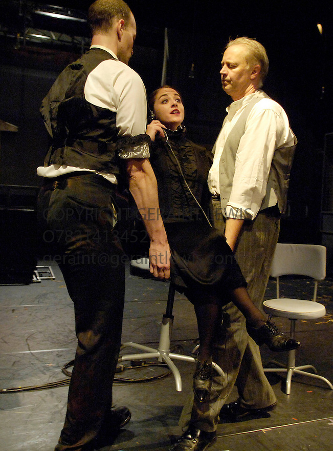 Switch Triptych by The Riot Group ,written and directed by Adriano Shaplin. With Stephanie Viola ,Andrew Friedman Paul Schnabel.Performing at the Assembly Rooms at the Edinburgh Festival 2005. CREDIT Geraint Lewis