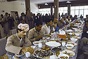 Irak 1991.Réunion du front du Kurdistan, le déjeuner.Iraq 1991.Meeting of the Kurdish front, lunch time