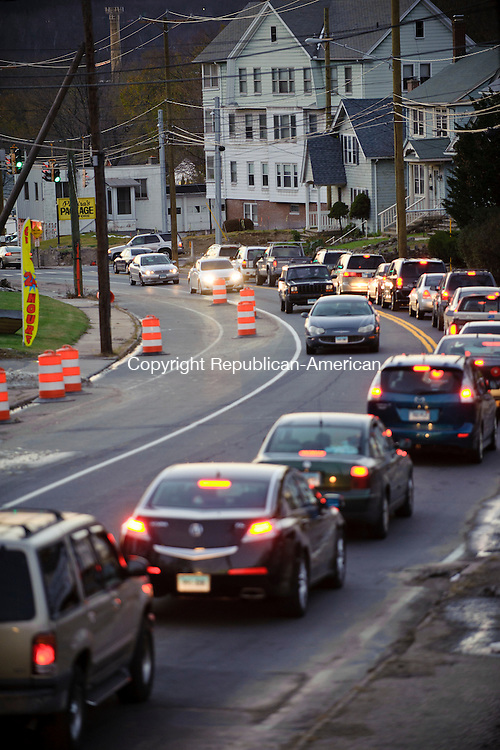 WATERBURY, CT - 9 November 2012-110912EC06--    Vehicles sit and wait during the Friday evening commute along Chase Avenue in Waterbury.  Construction along Chase has slowed down traffic.  The view faces west toward Cooke Street/Thomaston Avenue.  Erin Covey Republican-American.