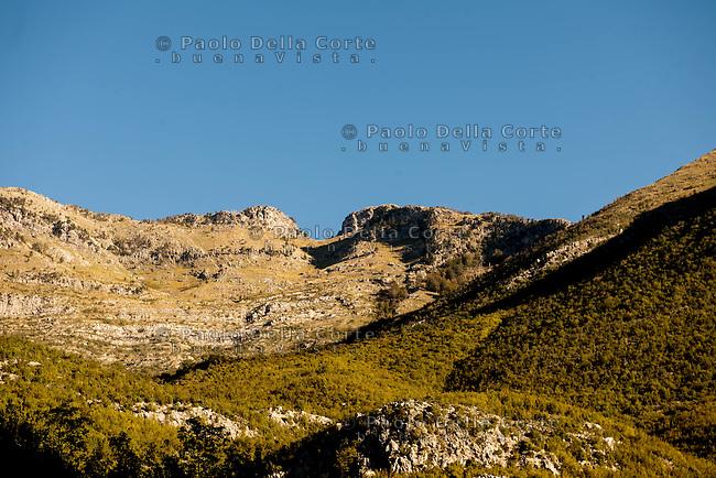 """Albania - Theth National Park è situato a 70 km da Scutari, nel cuore delle Alpi Albanesi. A 900 mt di altitudine e circondato da vette che raggiungono i 2500 mt, nella vallata si possono ancora vedere intatte le vecchie case in pietra chiamate """"kulla, la chiesetta  e la torre dell'orologio. heth is a wonderful village in northern Albania's Shkodra region."""