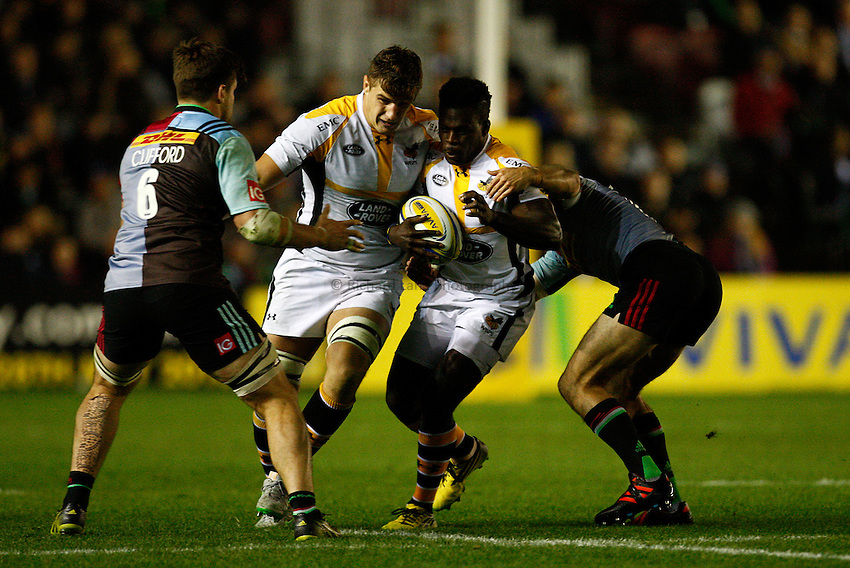 Photo: Richard Lane/Richard Lane Photography. Aviva Premiership. Harlequins v Wasps. 16/10/2015. Wasps' Christian Wade attacks with Sam Jones in support.