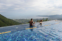 Pool, Birdnest Resort bei Sanya auf der Insel Hainan, China<br /> Pool of Birdsnest Resort near Sanya, Hainan island, China