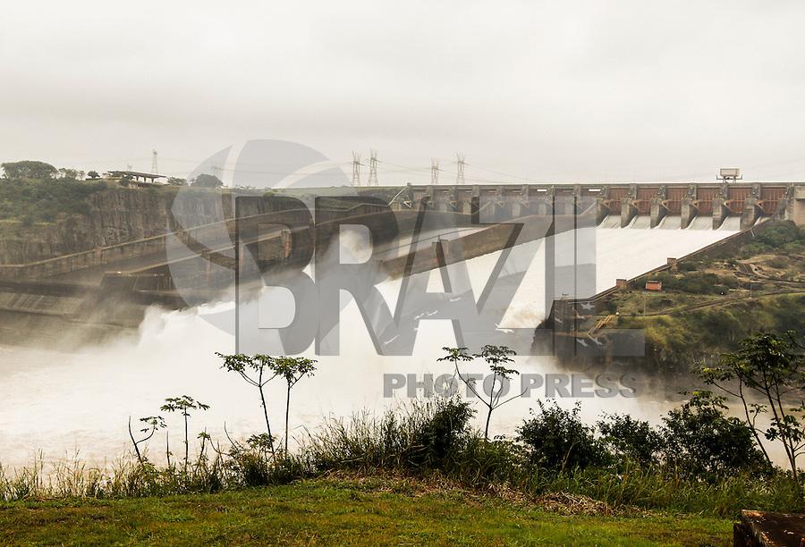 FOZ DE IGUAÇU, PR, 17.06.2016 - ITAIPU-USINA-Vista do eixo de uma unidade geradora de energia da Usina Hidrelétrica de Itaipu na manhã desta sexta-feira (17). A Usina Hidrelétrica de Itaipu é uma usina binacional localizada no Rio Paraná, na fronteira entre o Brasil e o Paraguai. (Foto: Paulo Lisboa/Brazil Photo Press)