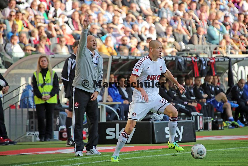 Interimstrainer Roger Prinzen (Nürnberg) mit Adam Hlousek - Eintracht Frankfurt vs. 1. FC Nuernberg,