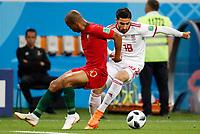 SARANSK - RUSIA, 25-06-2018: Alireza JAHANBAKHSH (Der) jugador de RI de Irán disputa el balón con Joao MARIO (Izq) jugador de Portugal durante partido de la primera fase, Grupo B, por la Copa Mundial de la FIFA Rusia 2018 jugado en el estadio Mordovia Arena en Saransk, Rusia. / Alireza JAHANBAKHSH (R) player of IR Iran fights the ball with Joao MARIO (L) player of Portugal during match of the first phase, Group B, for the FIFA World Cup Russia 2018 played at Mordovia Arena stadium in Saransk, Russia. Photo: VizzorImage / Julian Medina / Cont