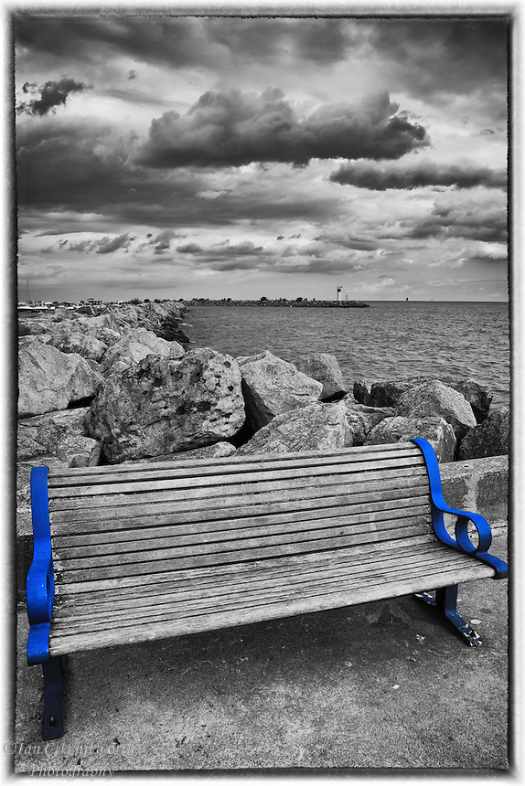 Keeping the blue frame on the Bronte Harbour bench in B&W