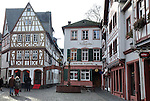 Zum Kirschgarten mit Fachwerkhäusern (15.-18. Jh.), Doktor Flotte, Kirschgartenbrunnen (Marienbrunnen, Madonnenbrunnen) mit der Jungfrau Maria von Harxheim (Harxheimer Madonna)