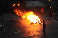 SAO PAULO, SP,27 de junho 2013-Moradores se prepara com barricadas contra uma reintegracao de posse que esta pra acontecer em Sao Mateus no  Parque Sao Rafael no local vive mais de 500 familias -  ADRIANO LIMA / BRAZIL PHOTO PRESS).