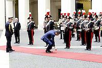 Roma, 14 Ottobre 2014<br /> Matteo Renzi incontra il Primo Ministro della Repubblica popolare della Cina Li Keqiang.<br /> Nella foto Matteo Renzi in attesa del premier cinese raccoglie una piuma dal tappeto rosso.