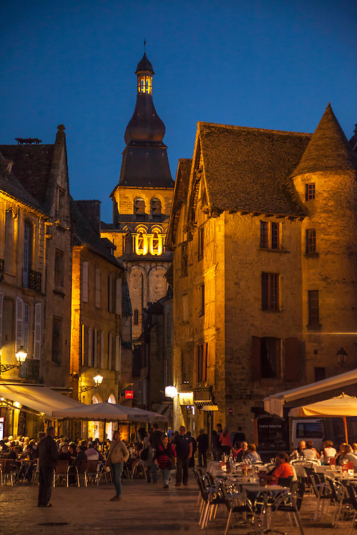 The famous market town of Sarlat contains the highest concentation of medieval, Renaissance and 17th century facades in France.