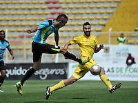 BOGOTA - COLOMBIA -12 -03-2016: Jean Blanco (Izq.) jugador de La Equidad, anota gol a Ricardo Jerez (fuera de Cuadro), portero de  a Alianza Petrolera, durante partido entre La Equidad y Alianza Petrolera, por la fecha 9 de la Liga Aguila I-2016, jugado en el estadio Metropolitano de Techo de la ciudad de Bogota. / Jean Blanco, player of La Equidad, (L) scored goal to Ricardo Jerez (out of Pic), goalkeeper of Alianza Petrolera,  during a match La Equidad and Alianza Petrolera, for the  date 9 of the Liga Aguila I-2016 at the Metropolitano de Techo Stadium in Bogota city, Photo: VizzorImage  / Luis Ramirez / Staff.