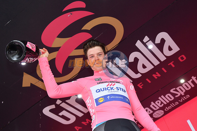 Bob Jungels (LUX) Quick-Step Floors retains the race leaders Maglia Rosa at the end of Stage 6 of the 100th edition of the Giro d'Italia 2017, running 217km from Reggio Calabria to Terme Luigiane, Italy. 11th May 2017.<br /> Picture: LaPresse/Gian Mattia D'Alberto | Cyclefile<br /> <br /> <br /> All photos usage must carry mandatory copyright credit (&copy; Cyclefile | LaPresse/Gian Mattia D'Alberto)