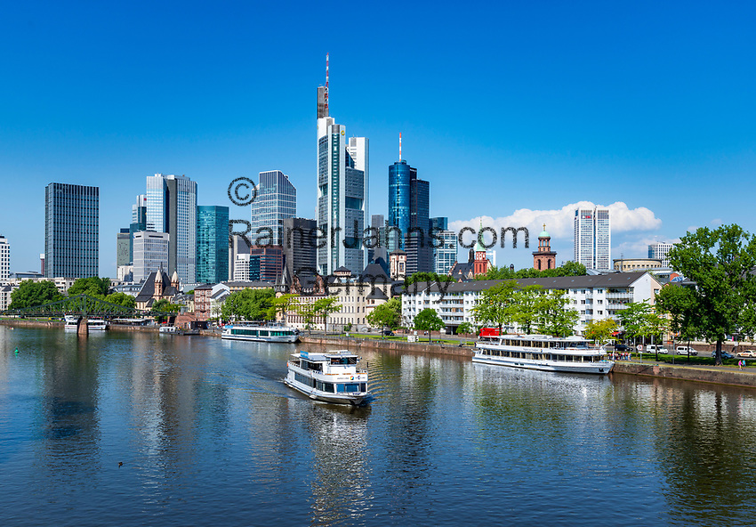 Germany, Hesse, Frankfurt on the Main: view across river Main towards Frankfurt's skyline with Commerzbank Tower and MAIN TOWER | Deutschland, Hessen, Frankfurt am Main: Blick ueber den Main auf Frankfurts Skyline mit dem Commerzbank Tower und dem MAIN TOWER
