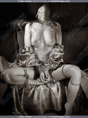 Beautiful naked asian woman with sensual Japanese bondage Shibari