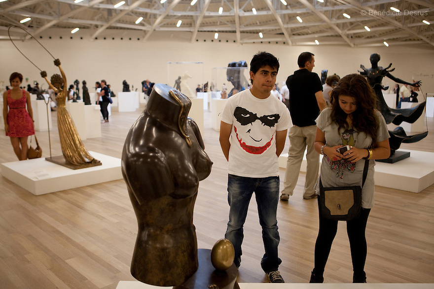 May 14, 2011 - Mexico City, Mexico - Mexican billionaire Carlos Slim newly built museum Soumaya that houses his art collection which includes the second largest grouping of Rodin sculptures. It also holds many of the best known European artists from the 15th to the 20th Century, Mexican art, religious relics, historical documents and coins. Designed by Slim's 38-year old son-in-law, Fernando Romero, the six-floor, 183,000 square-foot Soumaya Museum is shaped like a wonky futuristic hourglass layered with 16 000 aluminum hexagons. The $34 million museum is part of an enormous complex including headquarters for the magnate's telecom corporations Grupo Carso and Telcel, a shopping mall and luxury apartment housing. The Museum opened to public in march 2011 and it is located in Polanco Plaza Carso of Mexico City. Photo crédito: Benedicte Desrus