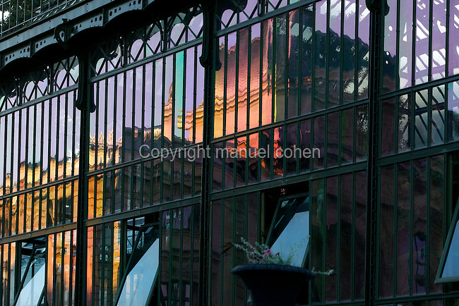 Plant History Glasshouse (formerly Australian Glasshouse), 1830s, Rohault de Fleury, Jardin des Plantes, Museum National d'Histoire Naturelle, Paris, France. Detail showing the glass and iron structure at sunset reflecting the Grand Gallery of Evolution in its many panes. Picture by Manuel Cohen